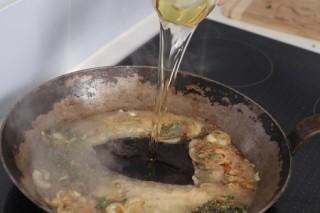 Deglazing a pan