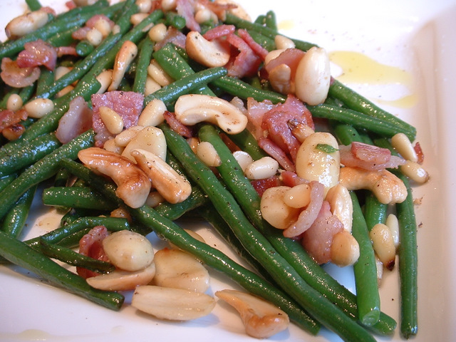 Green beans stir-fried with roasted nuts